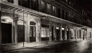french quarter buildings at night